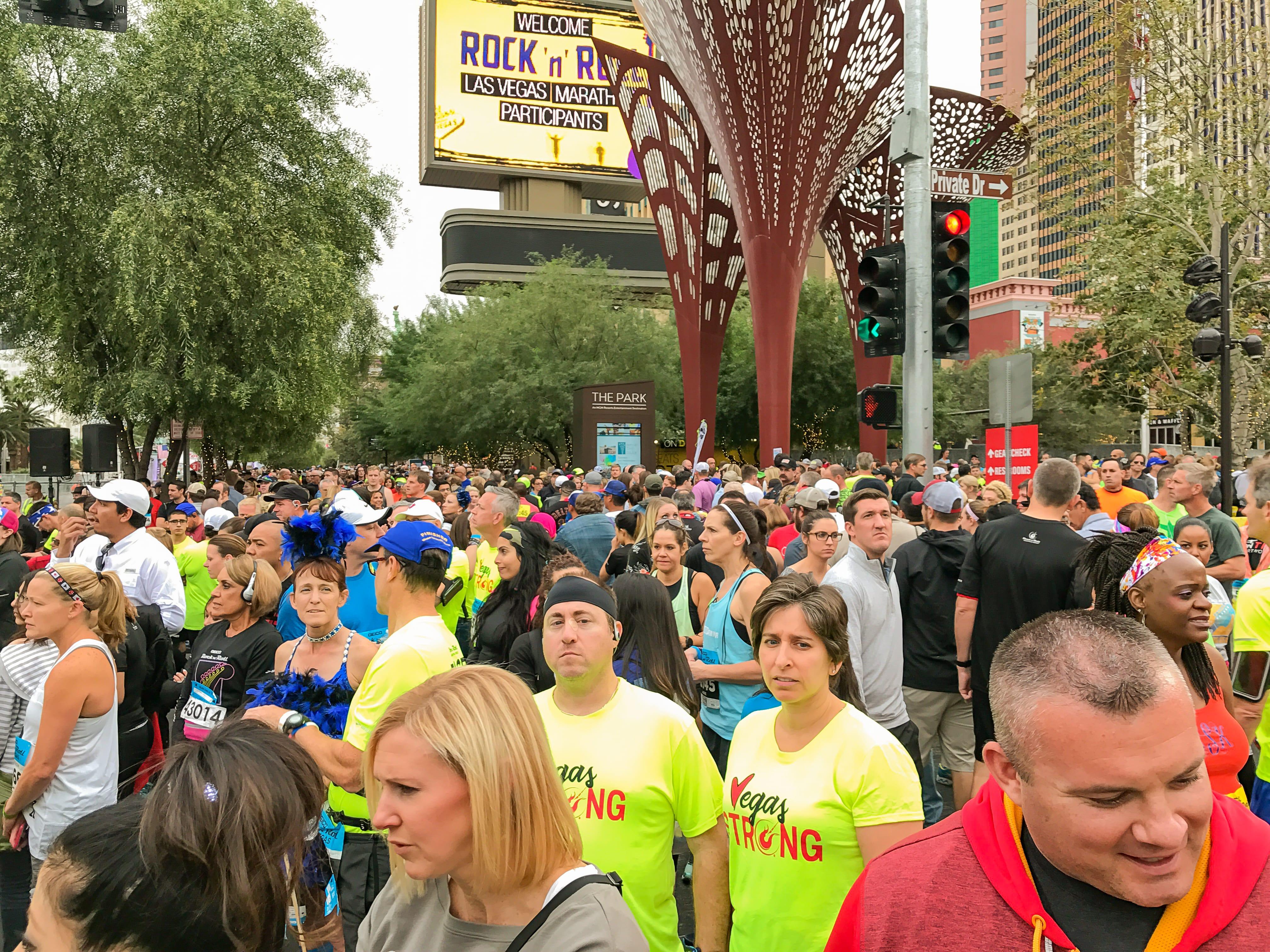 LV Marathon Start-1833